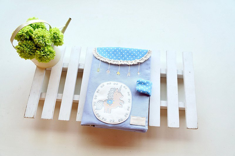 Hand pantined Happy   baby health manual set