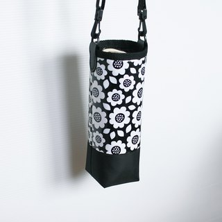 Black and white flowers water bottle bag