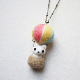 Petwoolfelt - Needle-felted Sky Travel Polar Bear (necklace/bag charm)