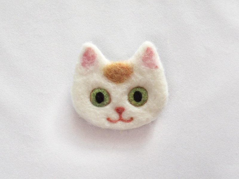 cat face felt brooch -red van pattern-