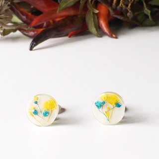 Stud earrings contained Yellow and Blue Babys breath (15mm)