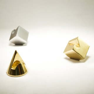 Three-dimensional geometric shape business card holder