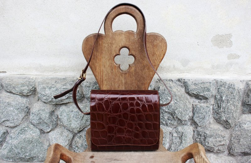 B156 [Vintage bag] (Italian standard) COCCINELLE brown shoulder bag antique bag (Made in Italy)