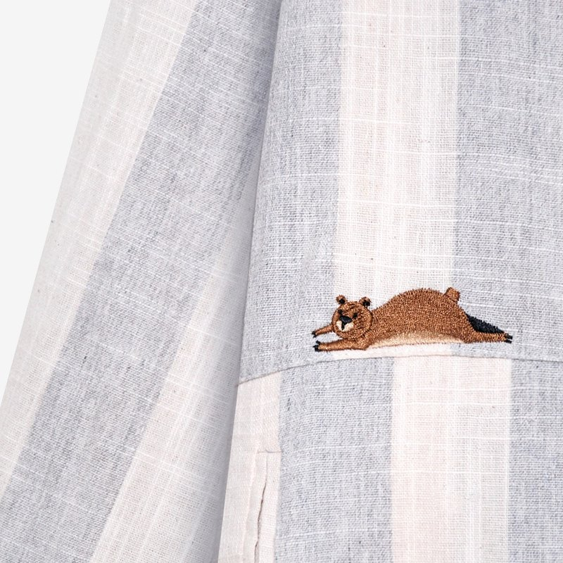 [Exclusive] defined idle Bear mulberry / wooden buttons striped cotton shirt