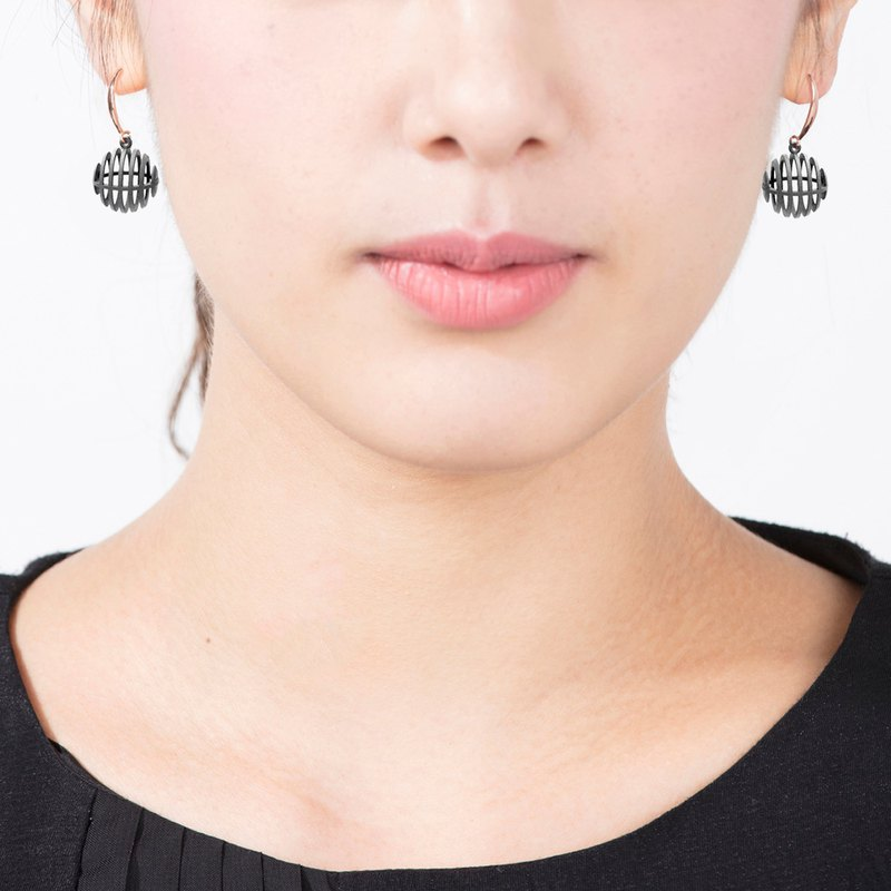 Op Sphere Earring (Grey) | illusion Collection