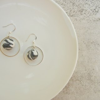 *coucoubird*gray little planet earrings