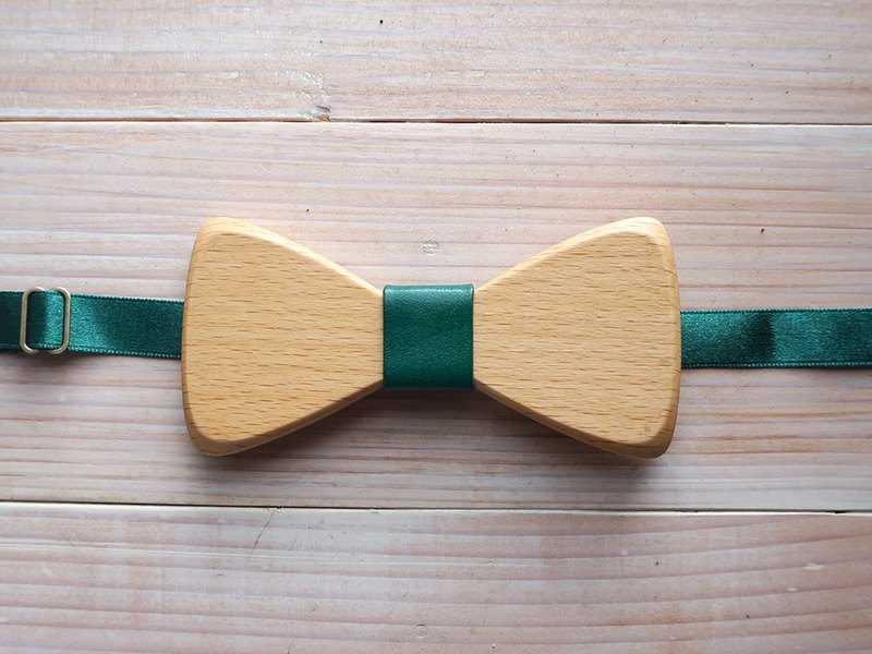 Natural Log Bow Tie - Beech + Green Leather (Gift / Wedding / Newcomer / Official Occasion)