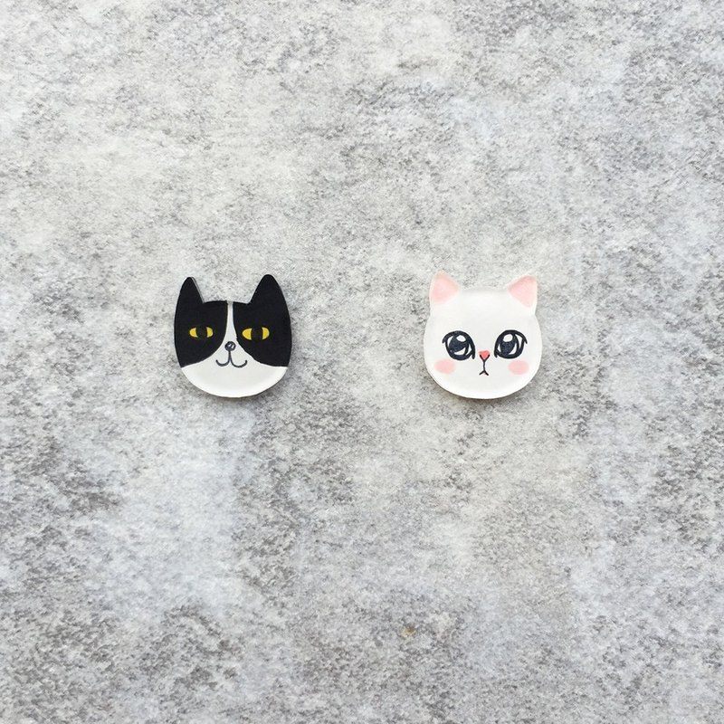 Pista mound hand-painted earrings / animal - black cat + white cat