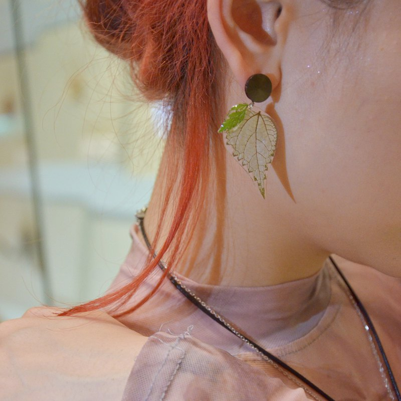 Nettle leaf earrings handmade resin birthday gift real flower specimen temperament earrings