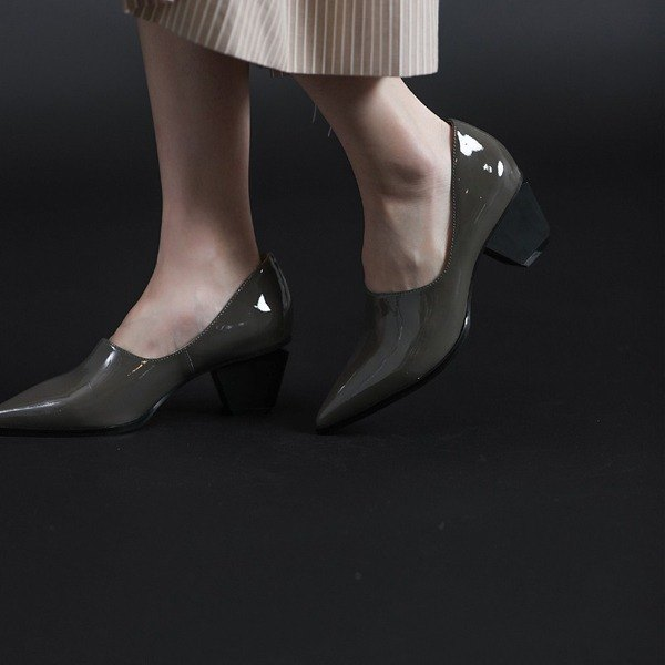 The beauty of the dug under the slender tip of the drill-shaped leather rough heel mirror gray