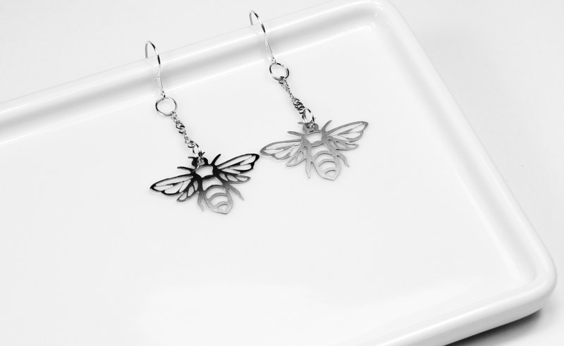 Bee earrings [mini models] _ insect series _ title