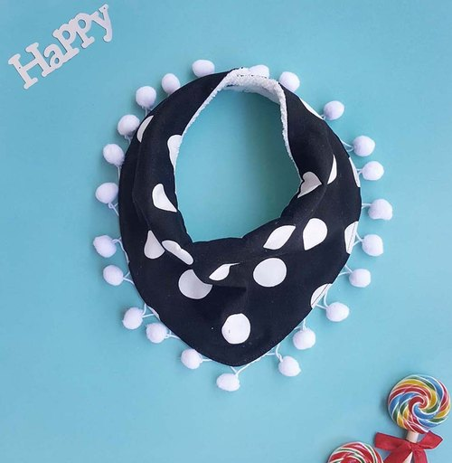 DOMOMO Dot (Black) Triangle Washcloth / Bib