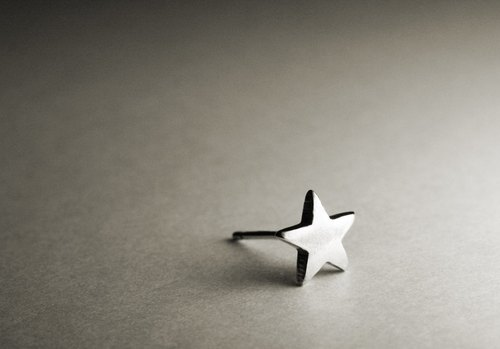 Small star shape sterling silver earrings (single / pair)