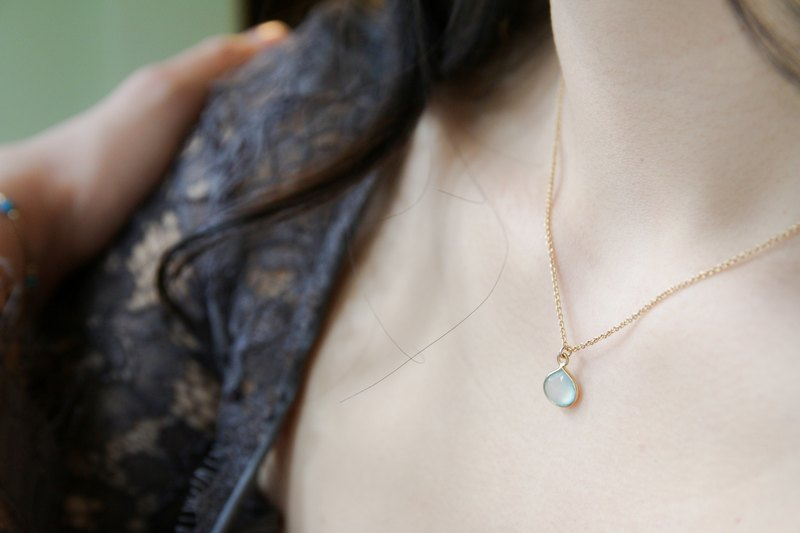 Heart-shaped sea blue chalcedony NOTE 14k gold necklace collarbone