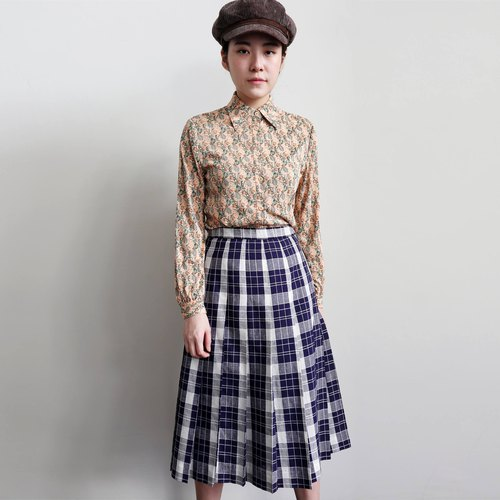Pumpkin Vintage. Vintage plaid skirts