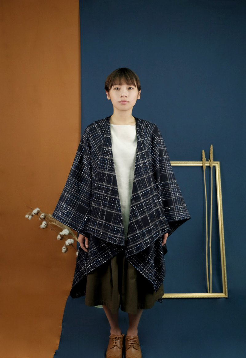 Travelers wool cloak dark blue lined checkered pattern