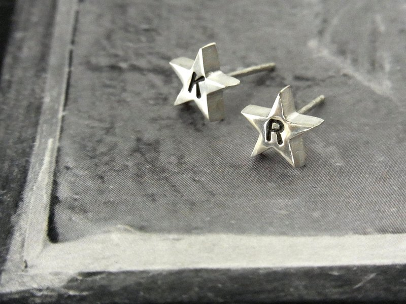【Engraved order accepted】 One grain star earring / silver