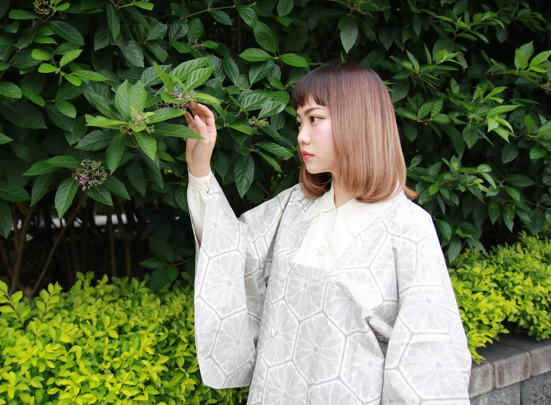 Back to Green :: Japan back to the snow and white snow material more vintage kimono (KBI-42)