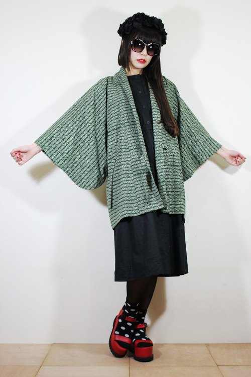 F2074 [Nippon kimono] (Vintage) pine green traditional pattern arrangement attached little waist straps Japanese kimono haori (お wa ri)