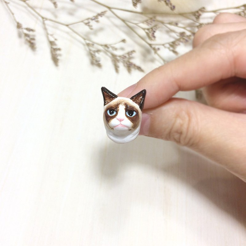 Grumpy Cat Brooch, Cat pin, cat sculpture, cat lover gifts