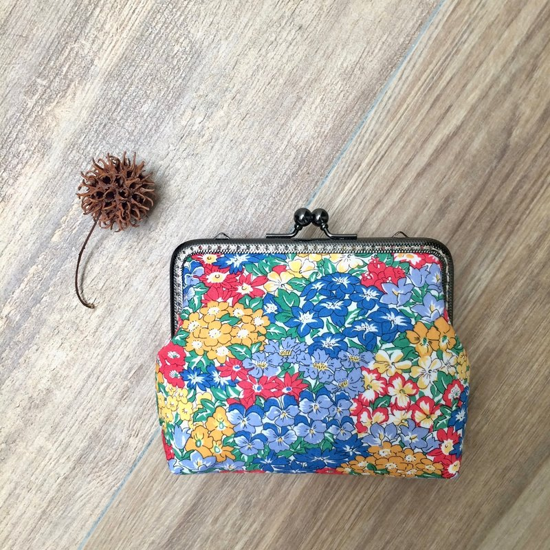 Liberty printed cloth. Flower packs small bag / cosmetic bag