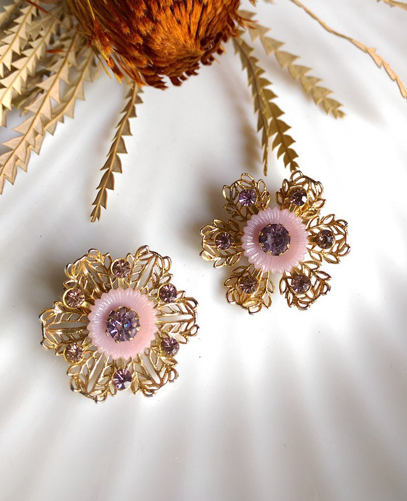 [Western antique jewelry / old age] 1950s pink purple rhinestone clip earrings