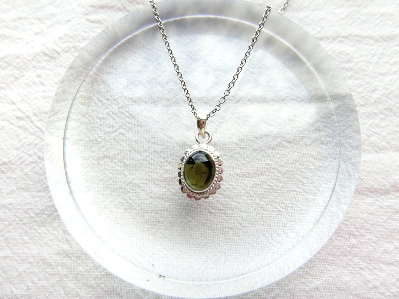 Green tourmaline 925 sterling silver simple lace necklace Nepal handmade silverware