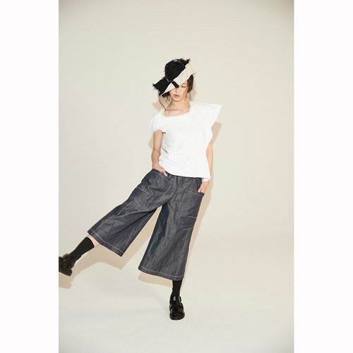 WIDE-LEG TROUSERS WITH BIG POCKETS