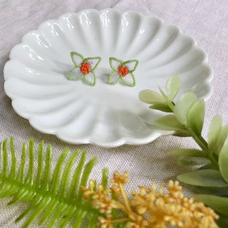 Hand-made embroidery // transparent petals embroidered earrings / green frame / / can be clipped