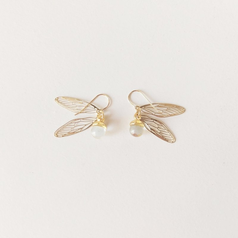 Is a gold snip pendant earring (pin/clip type)