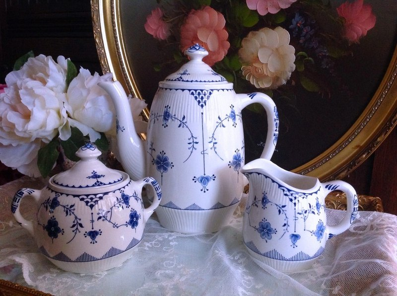 ♥ Anne Crazy Antique ♥ British Porcelain 1890 Denmark Hand-painted Blue Tangao Series Antique Flower Teapot ~ Designated Buyer Subscript