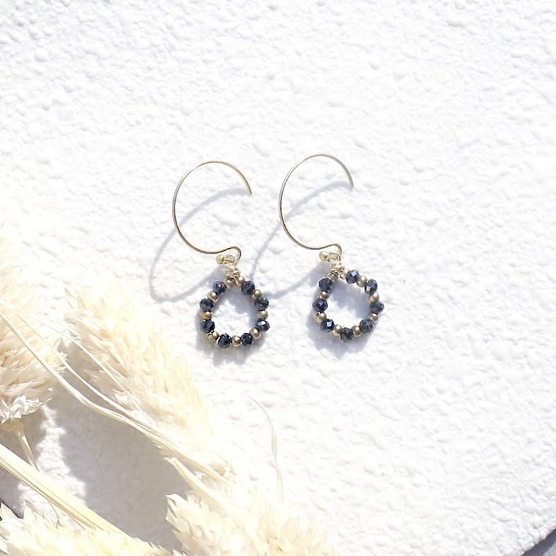 VIIART. Lucky wreath. Black Spinel Natural Stone Brass Earrings - Clipable