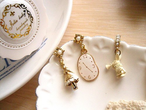 [Jolie baby] Alice Black and white series --White Alice rabbit clock horn earrings set