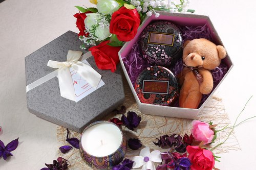 Bloom & Love Soy Candle Gift Box / Birthday Valentine's Day gift