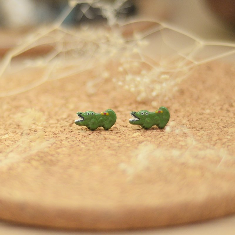 a little cute crocodile earrings from Niyome clay.