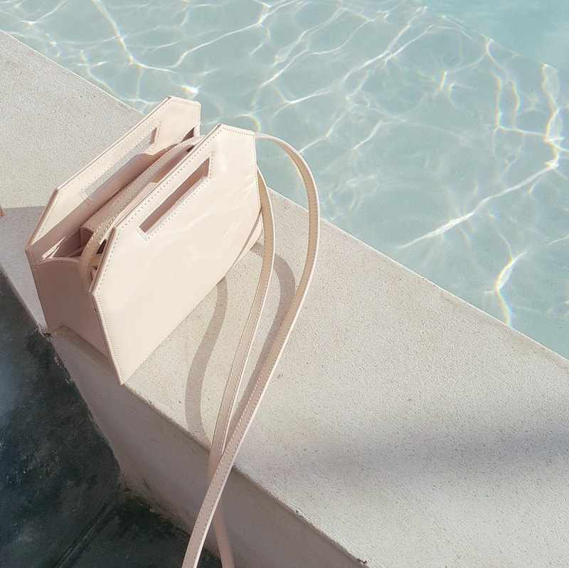 [Limited Edition] Nude Micro Kontur - small minimalist structured leather bag