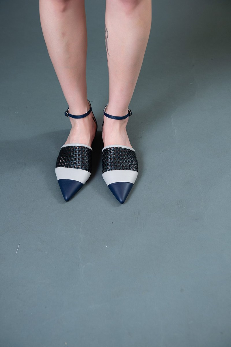 Hollow woven contrast flat sandals blue gray