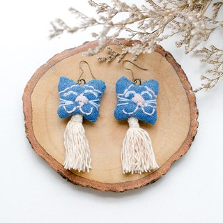 Earrings embroidery | The Cat #001