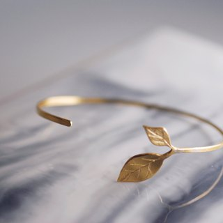 Brass leaf young bracelet