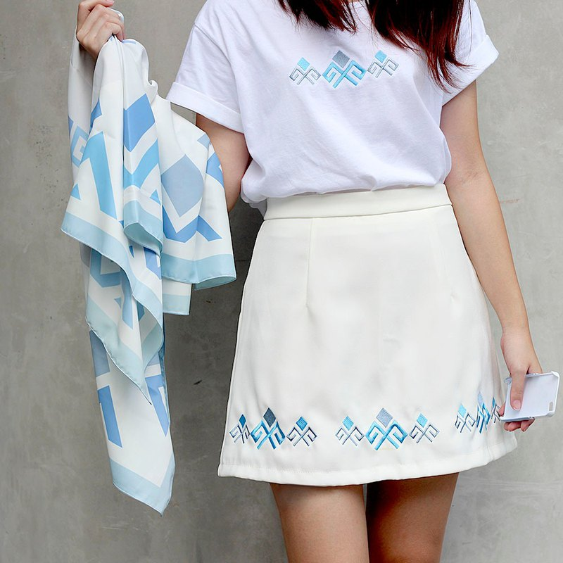 PAEDKHOR Skirt (White with Blue)