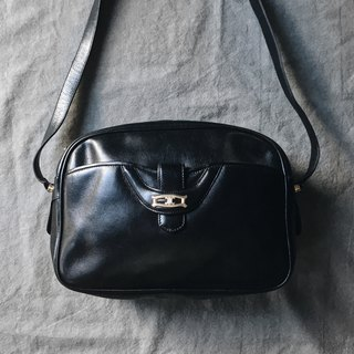 A ROOM MODEL - VINTAGE, Celine Black Side Backpack / BC-2762