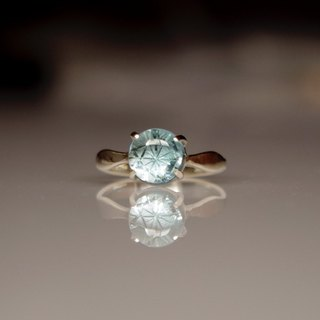 Ring MIZU the sheer sum carved in blue topaz