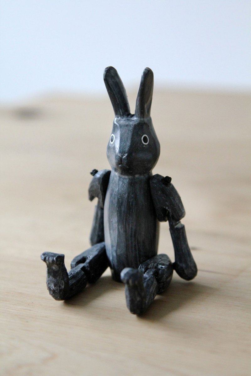 SUSS-Japan Hand-carved Joint Activity Activity Bunny (Black-Small) Suitable for Office Home
