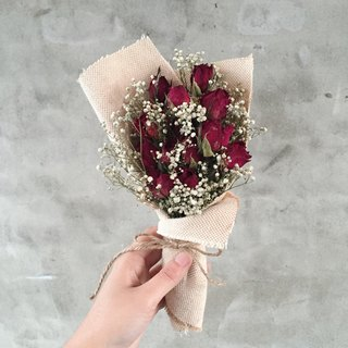 Dried bouquet of red roses
