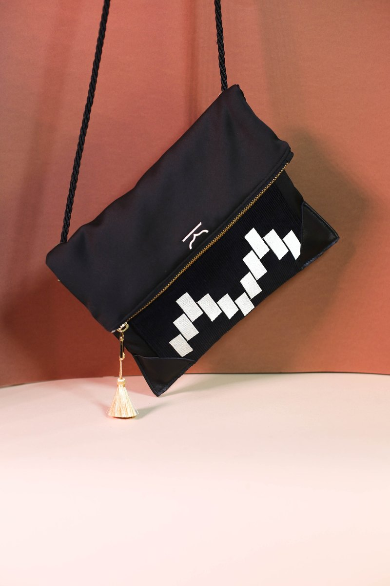 Black adaptable moroccan shoulder bag and clutch - Moroqshade