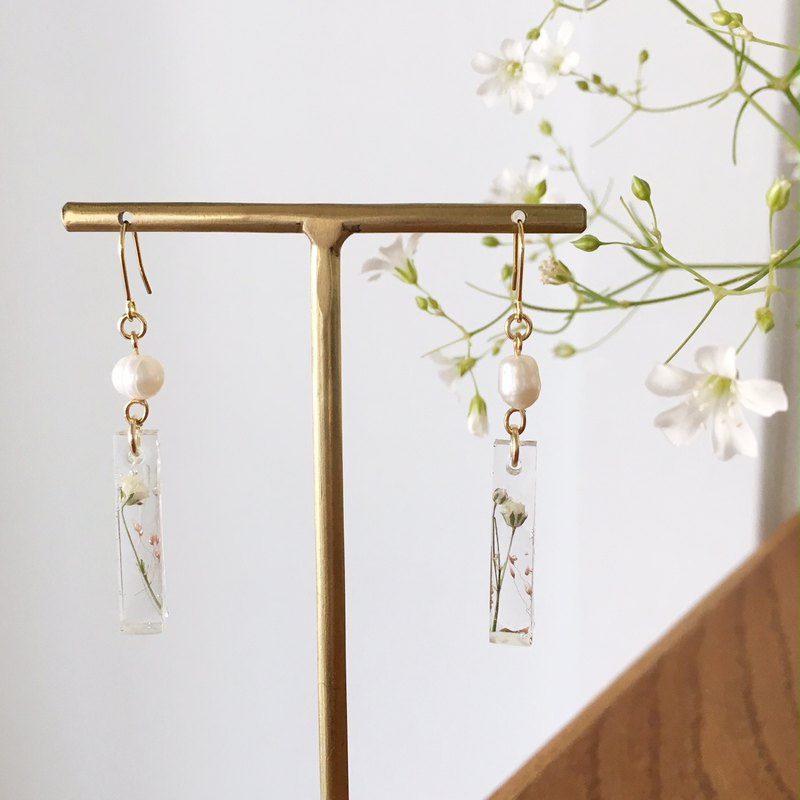 Swing earrings of babys breath and freshwater pearl vol.2