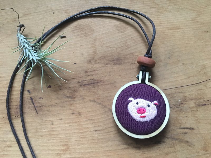 Piglet embroidery necklace