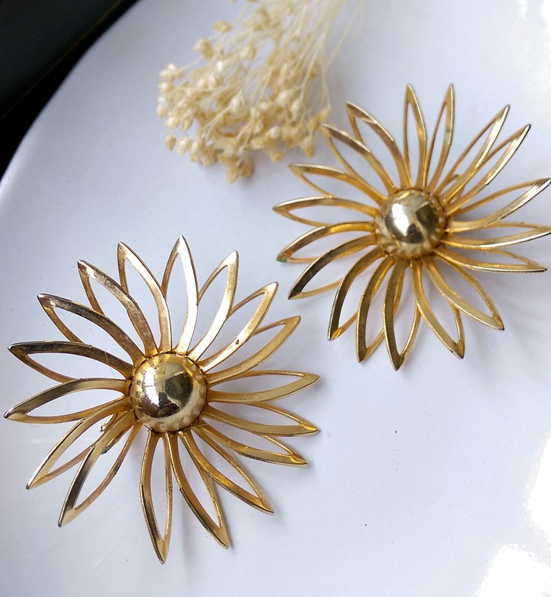 [Western antique jewelry / old age] 1970s Sarah Cov hollow large flower clip earrings