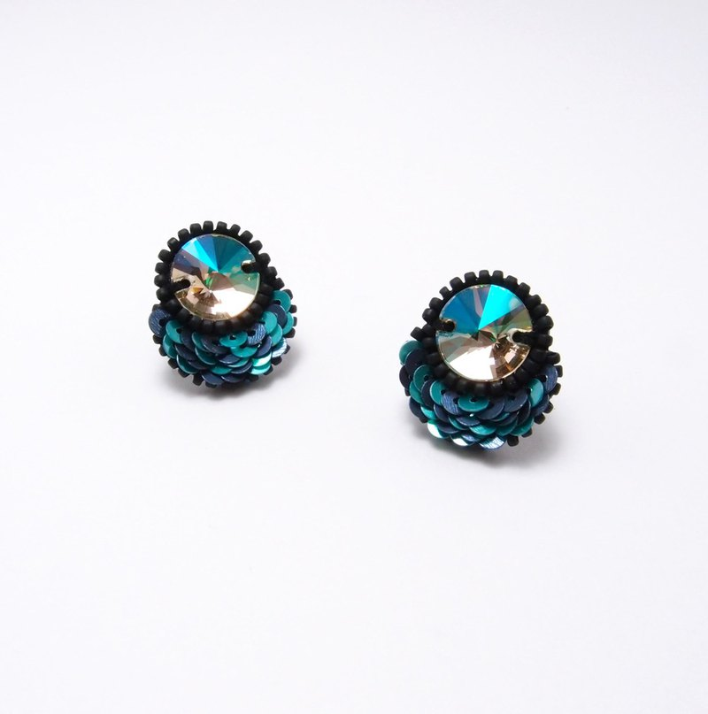 Petal Embroidery Earrings / Blue & Green