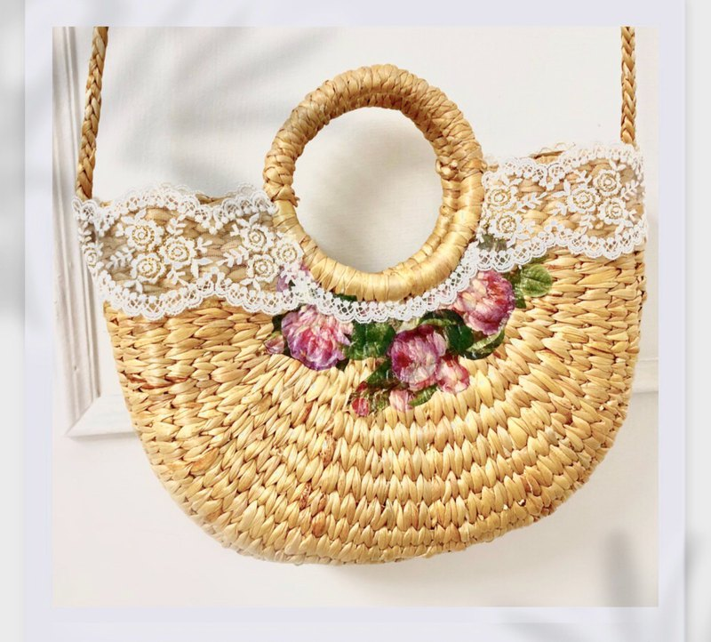 Romantic rose woven bag for summer vacation